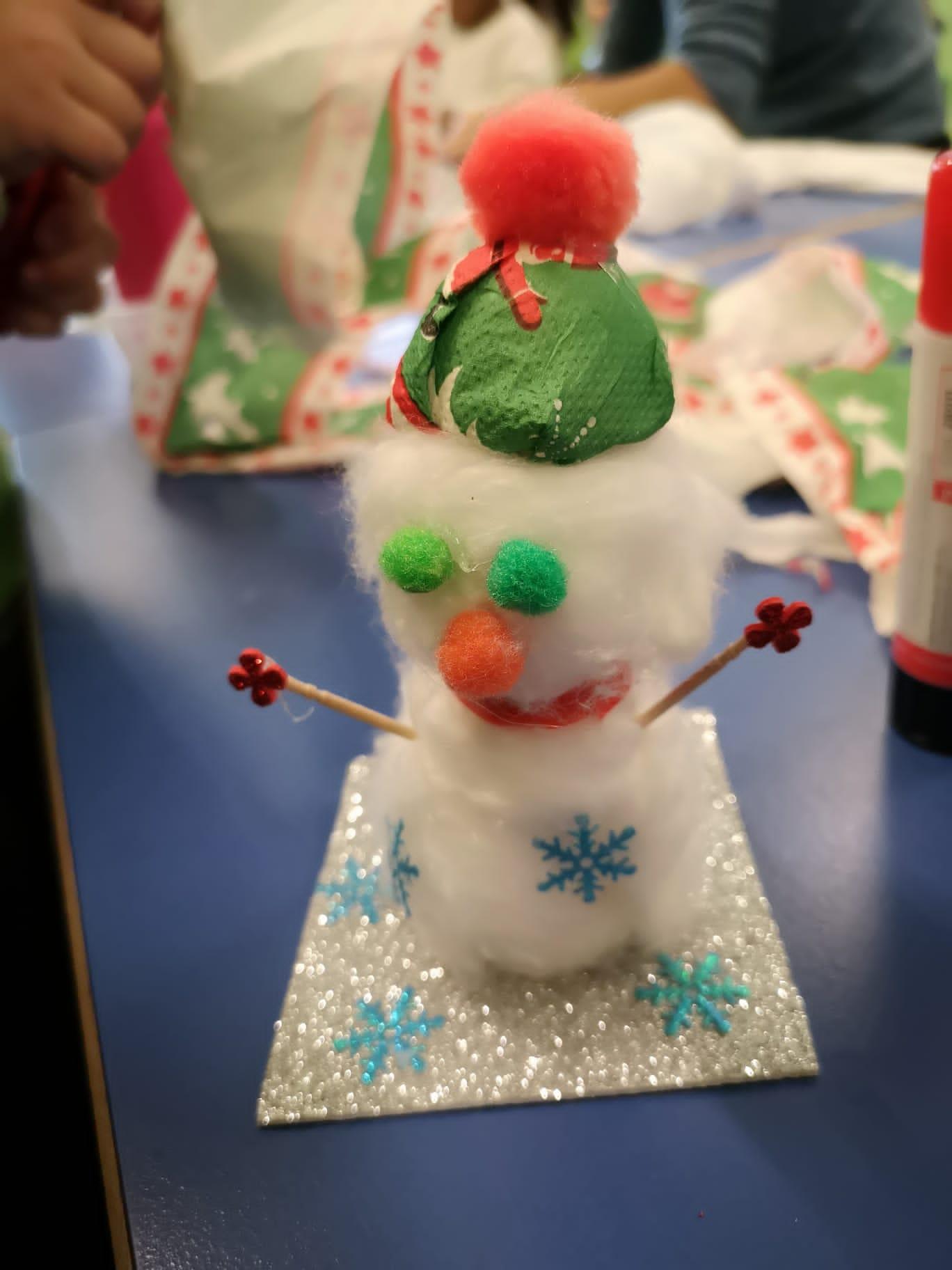 Adorno con forma de muñeco de nieve