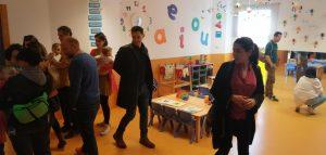 Familias en las clases durante la joranda de puertas abiertas